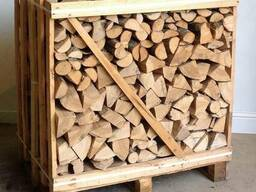 Split firewood technologically desiccated in boxes